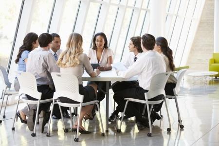 Comment éviter que vos réunions s'éternisent, par Nicole Simard
