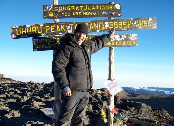 Le conférencier Richard Roy au sommet du Kilimandjaro